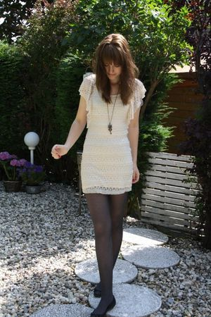 beige h&m divided dress - green River Island jacket - black Bershka shoes