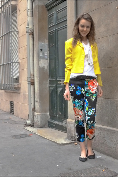 black floral H&M pants - yellow vintage blazer