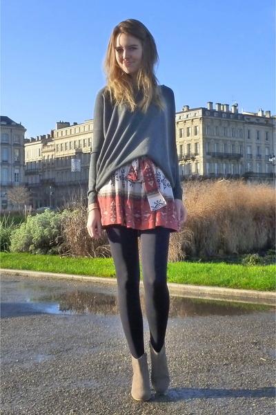 Zara skirt - Isabel Marant boots - New Yorker sweater