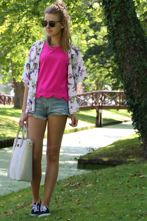 hot pink scalloped Primark shirt - neutral chique pauls boutique bag
