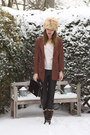 Dark-brown-hub-boots-cream-h-m-hat-brown-vintage-blazer-neutral-h-m-top