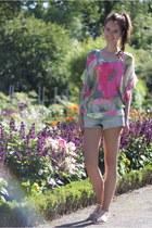 bubble gum floral chiffon Zara top - blue boyfriend denim H&M shorts