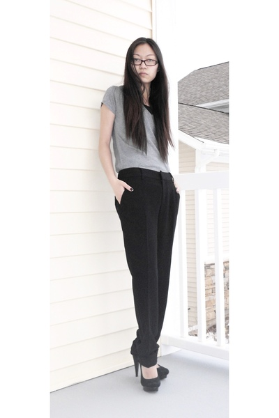 gray Forever 21 shirt - black Forever 21 pants - black Steve Madden shoes - blac