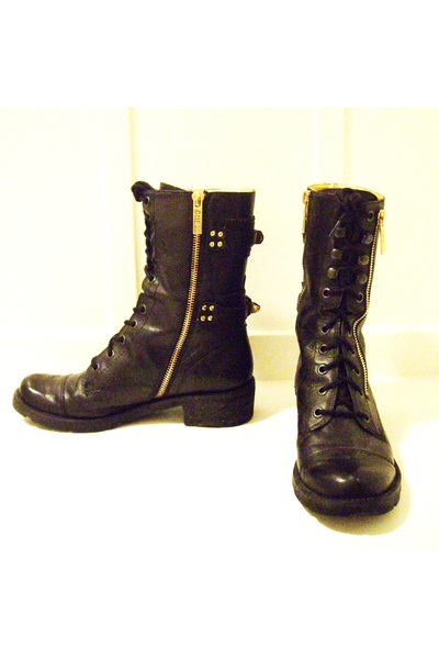 black Guess boots