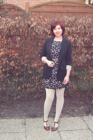 camel shoes - black Awear dress - black Primark blazer - white Topshop tights