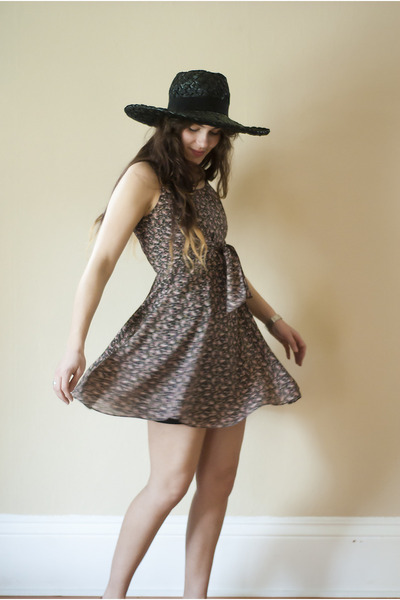 coral 90s floral vintage dress - black woven vintage hat - tawny two tone vintag