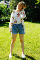 white rose print Ebay jumper - blue denim cut offs Levis shorts