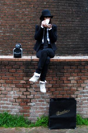 Zara jeans - Borsalino hat - armani scarf