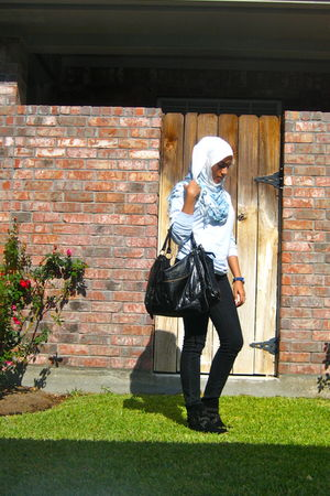blue shirt - blue scarf - black pants - black shoes - black purse