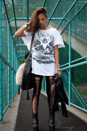white vintage t-shirt - black Din Sko boots - black lace up LUCYD ACYD tights