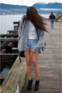 Silver-wilfred-sweater-white-tna-t-shirt-blue-levis-shorts-black-christoph