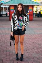 black vintage t-shirt - black sam edelman boots - white striped vintage jacket