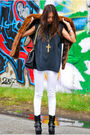Black-vintage-t-shirt-white-blank-jeans-brown-vintage-vest-black-marc-jaco
