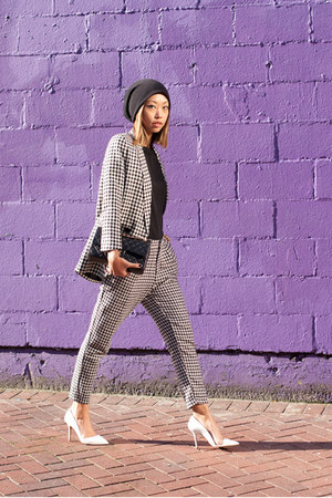 black knit beanie hat - white jacket - white pants - white Zara pumps