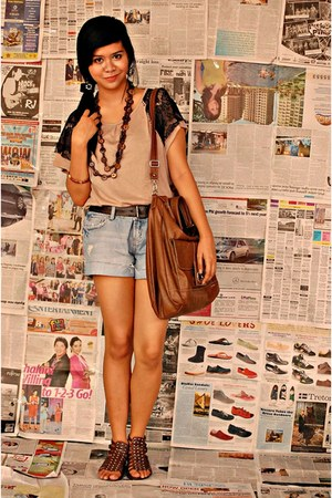 brown top - tawny huge tote bag - navy ripped jeans shorts - dark brown sandals