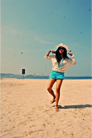 eggshell straw hat - eggshell sweater - sky blue cropped shorts - yellow Havaian