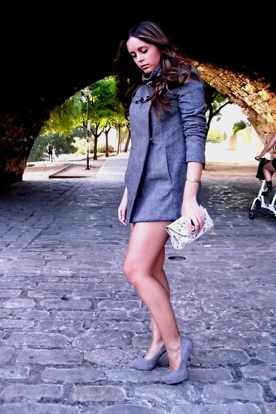 grey Mango coat - grey Uterqe bag - Zara pumps - golden vintage watch