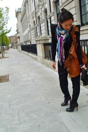 beige Woo Scarves Shanghai scarf - black Balmain potential knock off blazer - bl