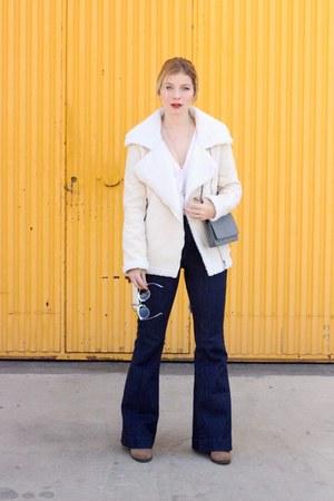 light brown Forever 21 boots - beige Sheinside coat - navy Forever 21 jeans