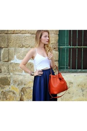 dark brown DSW boots - burnt orange lempi purse - white Bershka top
