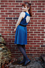 Black-thrifted-shoes-teal-heart-cutout-ruche-dress-gray-gap-tights