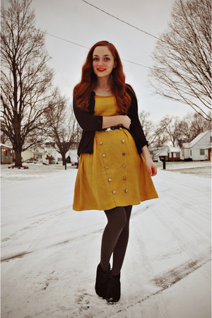black vintage belt - mustard modcloth dress - charcoal gray walgreens tights