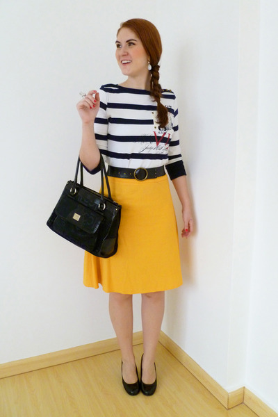 yellow Excursion USA skirt - black liz claiborne purse