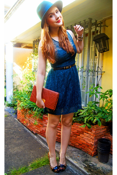 tawny clutch via vai bag - teal lace dress Forever 21 dress