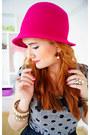 Black-liz-claiborne-bag-hot-pink-cloche-hat