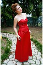 ruby red formal dress Fanny dress - gold Nina heels