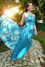Turquoise-blue-jeweled-collar-cachet-dress-silver-purse