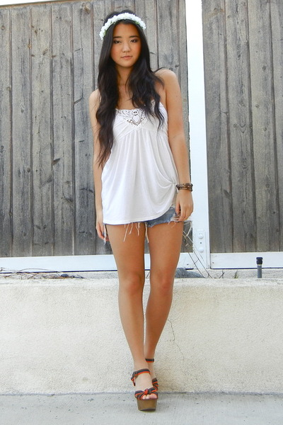 white cotton Forever 21 top - brown leather Chloe  Isabel bracelet