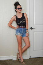 chain Chloe  Isabel bracelet - vintage Levis shorts - black Ray Ban sunglasses