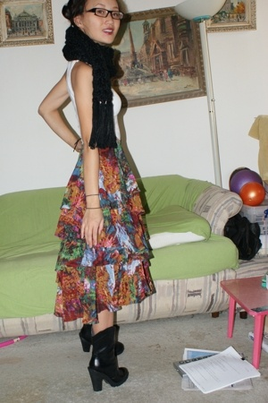 Fruit of the Loom top - H&M scarf - H&M shoes