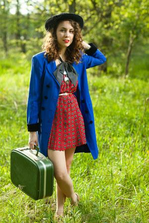 blue vintage blazer - olive green vintage suitcase bag