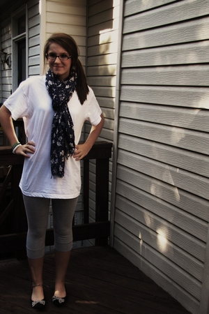 gray American Eagle tights - white Hanes shirt - black Gap shoes - blue American