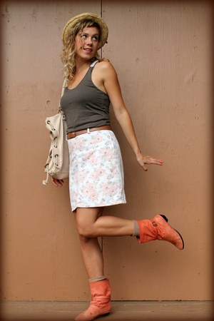 floral vintage skirt - leather vintage boots - leather volcom bag