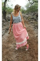 maxi and lace vintage skirt - low back Hurley top - low top Converse sneakers