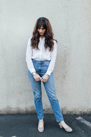 sky blue Grana jeans - white Grana shirt
