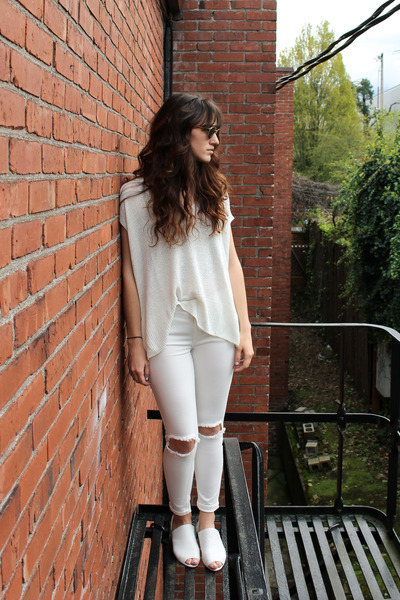 white free people jeans - off white free people sweater - camel Ray Ban glasses