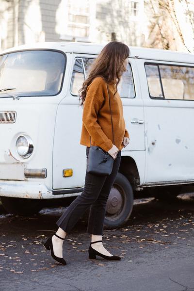 black madewell jeans - tawny madewell sweater - black madewell heels