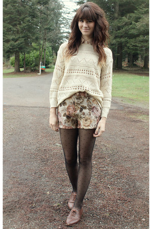 eggshell knitted sweater - brown shorts - neutral polka dot top