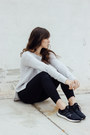 Black-lou-grey-jeans-off-white-lou-grey-sweater-black-adidas-sneakers