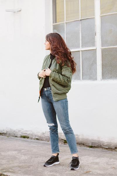 olive green Alpha Industries jacket - navy Frame jeans