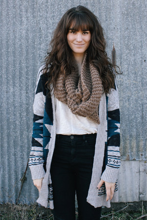 heather gray cardigan - white top - black pants