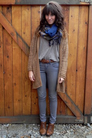 brown thrfited cardigan - dark brown vintage shoes - navy scarf