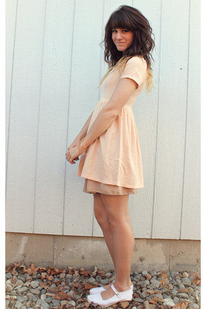 peach lace collar dress - white flats