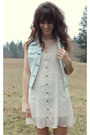 Ivory-quiksilver-dress-light-blue-quiksilver-vest