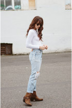 dark brown Ariat boots - sky blue Levis jeans - white American Apparel bodysuit