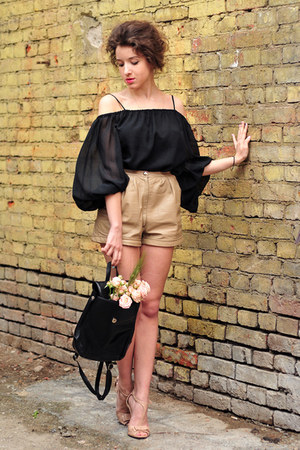 black vintage bag - tan vintage shorts - neutral kira plastinina pumps